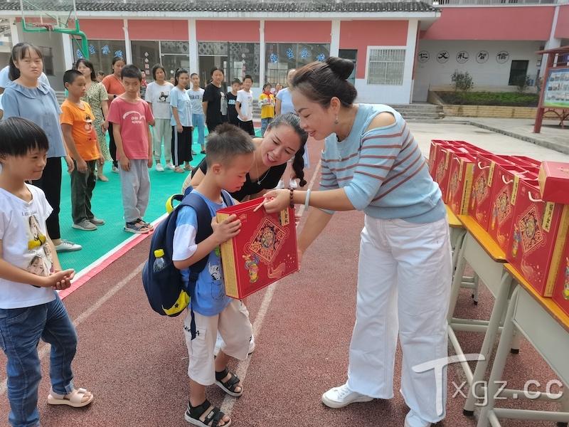 黎平县走访慰问140余名特殊教育学校师生